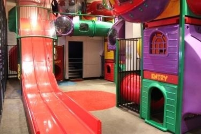indoor-play-area-kids-area-fun-slides-cubby-tunnels12